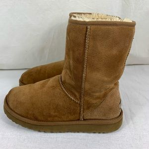 UGG Classic Short Chestnut Sheepskin Boots Size 8